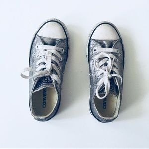 {Converse} silver sparkle low tops